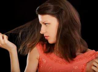 Когда перестают сыпаться волосы после родов: советы и рекомендации