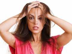 Почему после мытья головы сильно выпадают волосы, насколько это опасно и как бороться?