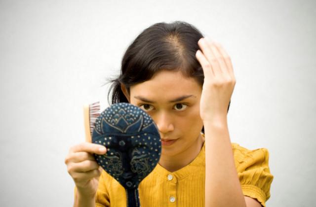 Сильное выпадение волос: причины и лечение у женщин, причины обильного выпадения волос у женщин: с чем связано и почему постоянно выпадают волосы