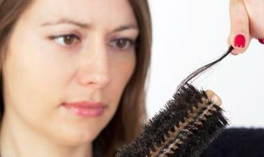 Выпадение волос пучками